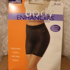 Hanes Body Enhancers size M Nude mid-thigh